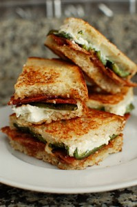 Jalapeno Popper Inspired Grilled Cheese por Beantown baker
