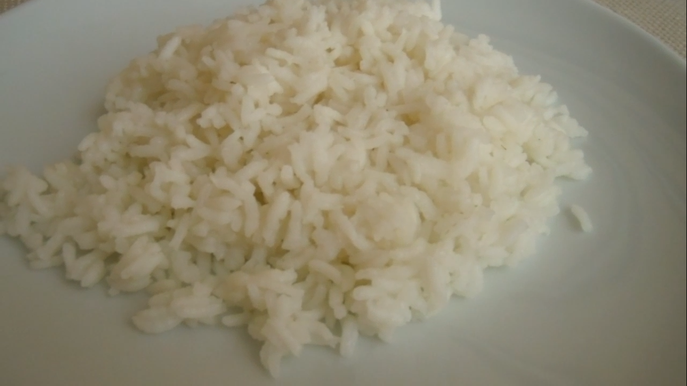 Video c mo cocinar el arroz blanco madeleine cocina for Como cocinar arroz